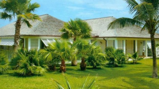 Η εντυπωσιακή αυτή εξοχική κατοικία στις Μπαχάμες ανήκει στον Παύλο και τη σύζυγο του, Μαρί Σαντάλ