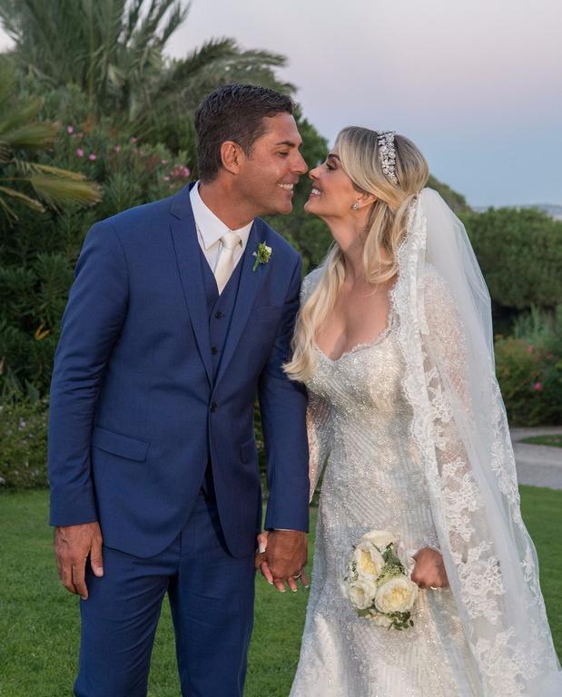 Ακολούθησε γαμήλια δεξίωση σε ένα υπερπολυτελές ξενοδοχείο. Δείτε τις νέες  φωτογραφίες που πόσταρε η νύφη από τον γάμο της. acc7685c7bd