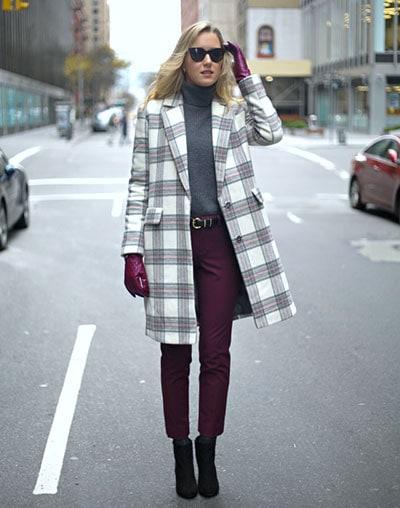 9515fdb7565 Πολλές γυναίκες πιστεύουν πως οι χειμωνιάτικοι συνδυασμοί ρούχων και  παπουτσιών είναι μόνο σκούροι και πως τα έντονα και φωτεινά χρώματα δεν  έχουν θέση στην ...