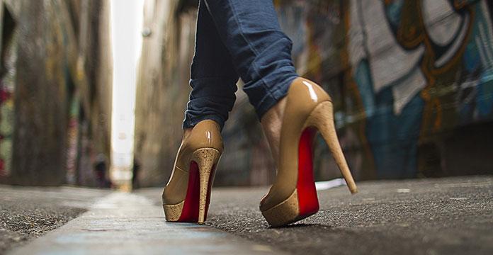 Περπάτημα με τακούνια (2)