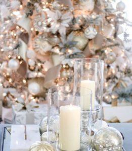 χριστουγεννιάτικο decor στο τραπεζάκι του σαλονιού